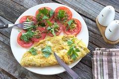 与菜的煎蛋卷煎蛋 图库摄影