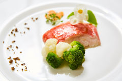 与菜的红鲷鱼 浅DOF 免版税库存图片