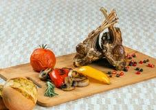 与菜的羊肉肋骨 库存照片