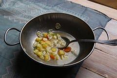 与菜的通心面汤 免版税库存照片