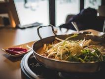 与菜的韩国辣热的炖煮的食物 免版税库存照片