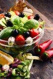 与菜色拉盘的构成 平衡饮食 图库摄影