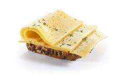 与菜,乳酪和草本的三明治,隔绝在backgrou 库存照片