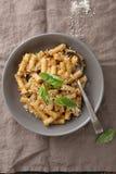 与菜pesto的意大利面团 图库摄影