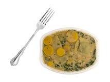 与菠菜快餐的馄饨与对边的一把叉子 免版税库存图片
