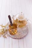 与菩提树的新鲜的清凉茶 免版税图库摄影