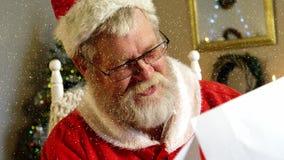 与落的雪的录影构成在慢动作圣诞老人读书信件 股票录像