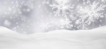 与落的雪花的抽象银色背景全景冬天风景 免版税库存图片