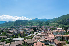与葡萄园的意大利北部风景 库存照片