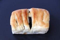 与葡萄干装填的方形的形状面包 免版税图库摄影