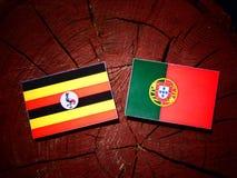 与葡萄牙旗子的乌干达旗子在被隔绝的树桩 向量例证