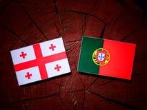 与葡萄牙旗子的英王乔治一世至三世时期旗子在被隔绝的树桩 库存例证