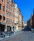 与葡萄酒之家的街道,布鲁塞尔 免版税库存照片