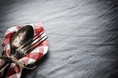 与葡萄酒匙子和叉子的表设置 免版税库存图片