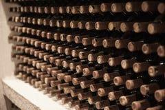 与葡萄酒库的背景 库存图片