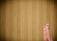 与葡萄酒条纹的愉快的手指面带笑容贴墙纸背景 免版税库存图片