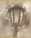 与葡萄酒灯的老照片 库存图片