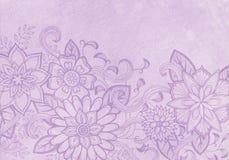 与葡萄酒紫色水彩油漆纹理的抽象花边界设计 免版税库存照片