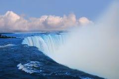 与蒸汽的大瀑布 免版税库存照片