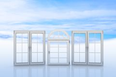 与蓝天和云彩的白色窗口在背景 免版税库存图片