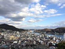 与蓝天和云彩, Onomichi,广岛,日本的Habour视图 库存图片