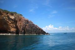 与蓝天海岛海风景的酸值Talu 库存图片