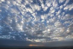 与蓝天的云彩 库存图片