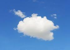 与蓝天的唯一云彩 图库摄影