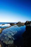 与蓝天的海视图 免版税库存照片