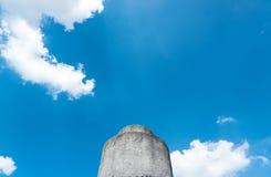 与蓝天的石头 库存图片