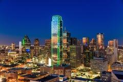与蓝天的达拉斯,得克萨斯都市风景在日落 库存照片