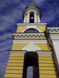 与蓝天的钟楼 免版税库存图片
