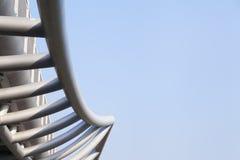 与蓝天的钢结构 图库摄影