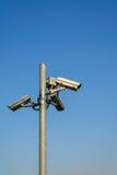与蓝天的CCTV安全 免版税库存图片