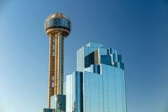 与蓝天,得克萨斯的达拉斯,得克萨斯都市风景 图库摄影