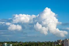 与蓝天,自然纹理的云彩 免版税库存照片