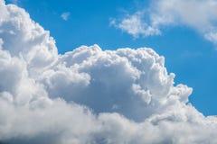 与蓝天,自然纹理的云彩 库存图片
