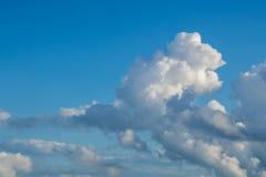 与蓝天,自然纹理的云彩 免版税图库摄影