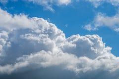 与蓝天,自然纹理的云彩 图库摄影