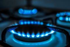 与蓝色光的煤气喷燃器特写镜头 免版税库存图片