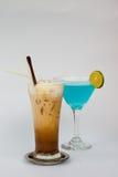 与蓝色库拉索岛的被冰的咖啡 图库摄影