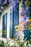 与蓝色快门的老窗口 库存图片