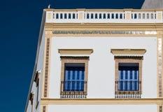 与蓝色快门的Windows,摩洛哥 库存照片