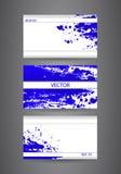 与蓝色抽象喷漆的名片模板 背景接近的纸射击 免版税库存照片