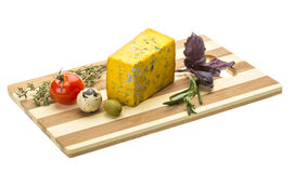 与蓝色模子的黄色干酪 免版税库存图片