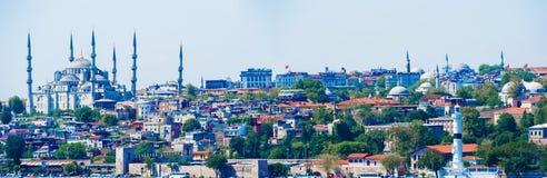 与蓝色清真寺的伊斯坦布尔都市风景 库存照片