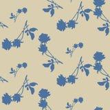 与蓝色玫瑰和叶子的水彩无缝的样式在米黄背景 免版税库存图片