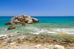 与蓝色盐水湖的岩石海湾视图克利特的 库存图片