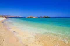 与蓝色盐水湖的Vai海滩克利特的 免版税库存图片