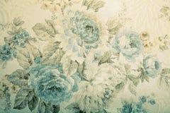 与蓝色花卉维多利亚女王时代的样式的葡萄酒墙纸 免版税库存照片